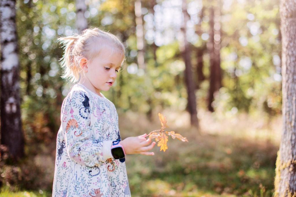pige i naturen med xplora aktivitetsur