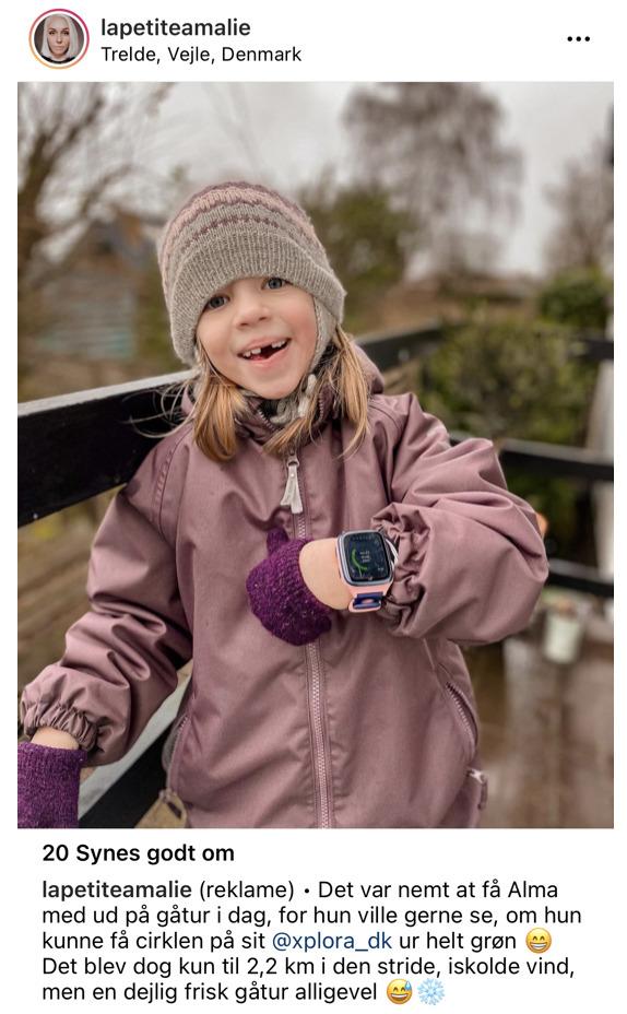 pige med lyserød xplora og skridttæller